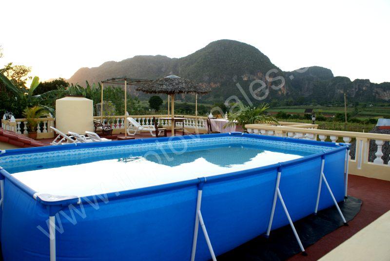 Piscina viajar a vi ales cuba for Casas con piscinas fotos