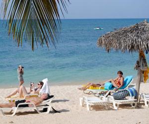 Turistas en Cuba disfrutando del verano
